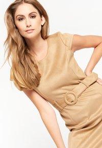 LolaLiza - Shift dress - camel - 4