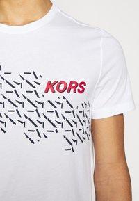 Michael Kors - SHADOW LOGO TEE - Print T-shirt - white - 5