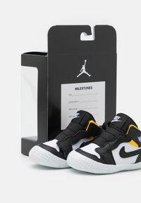 Jordan - 1 CRIB UNISEX - Sports shoes - black/white - 5