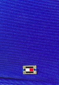 Tommy Hilfiger - SOLIDS TRIANGLE FIXED - Horní díl bikin - sapphire blue - 2