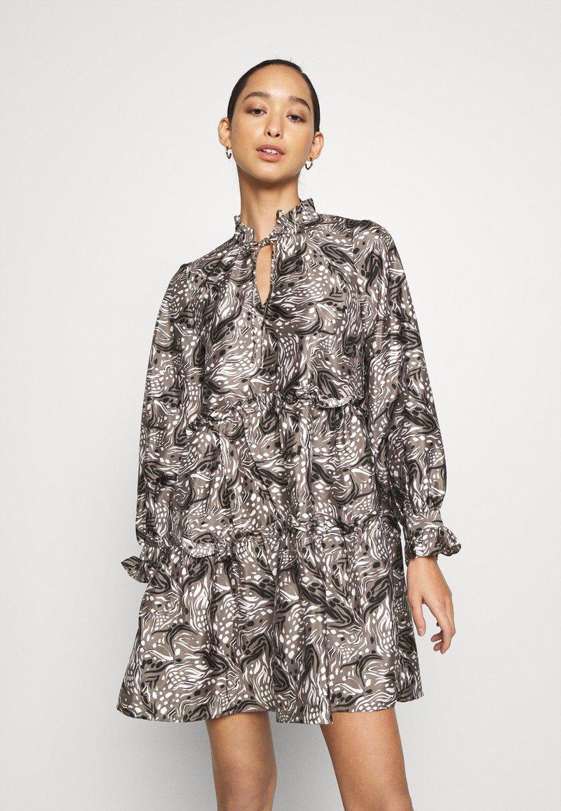 Vero Moda - VMKIRA TIE SHORT DRESS - Kjole - tornado/kira