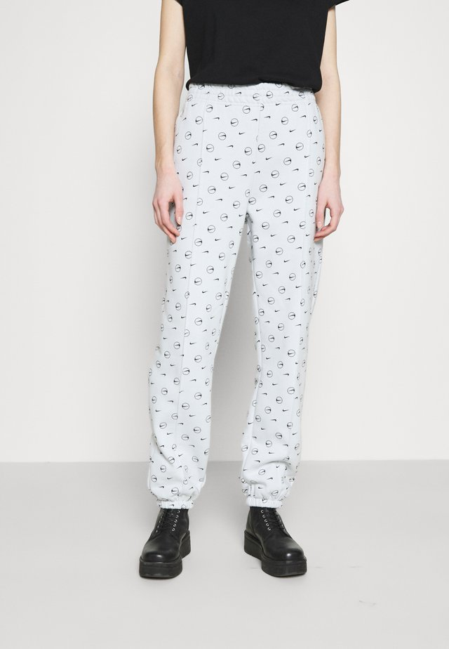W NSW PANT BB AOP PRNT PACK - Pantalon de survêtement - pure platinum
