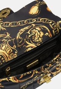 Versace Jeans Couture - QUILTED CROSSBODY - Skulderveske - nero/oro - 8