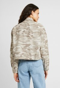 New Look Tall - CROP UTILITY - Summer jacket - cream - 2