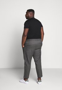 Only & Sons - ONSLINUS PANT CHECKS  - Trousers - grey - 2