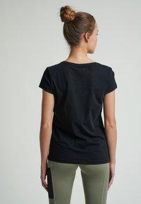 Hummel - SCARLET - Basic T-shirt - black - 2