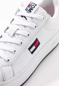Tommy Jeans - ICONIC FLATFORM  - Joggesko - white - 2