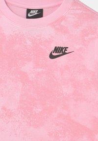 Nike Sportswear - MAGIC CLUB CREW - Collegepaita - pink foam - 2