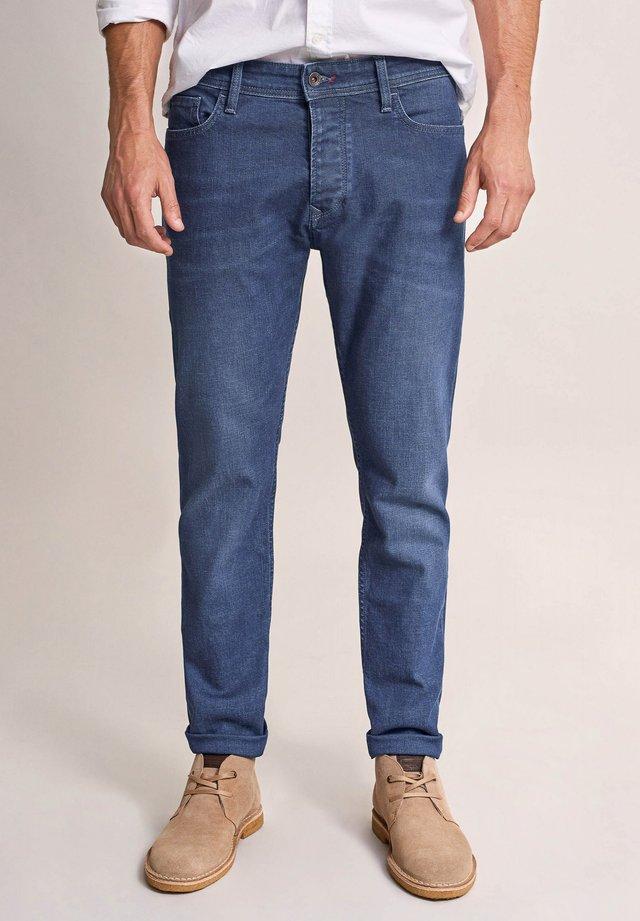 SLENDER SLIM CARROT SLIM - Slim fit jeans - blau