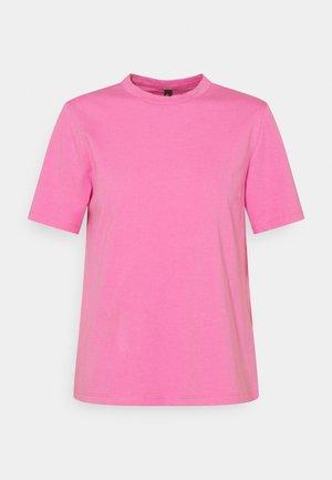 SARITA O NECK TEE - Basic T-shirt - fuschia pink
