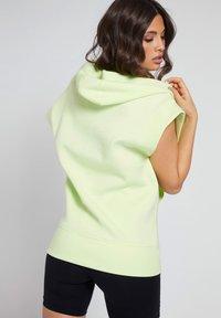 Guess - LOGO-TUNNELZUG - Zip-up hoodie - grün - 2