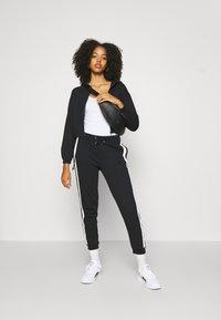Even&Odd - Spodnie treningowe - black/white - 3