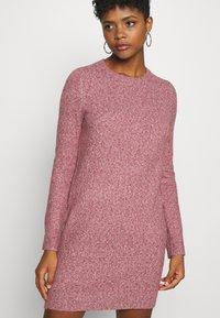 Vero Moda - VMDOFFY O-NECK DRESS - Pletené šaty - cabernet/black melange - 3