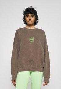 BDG Urban Outfitters - COLORADO SPRINGS CREWNECK - Sweatshirt - brown - 0