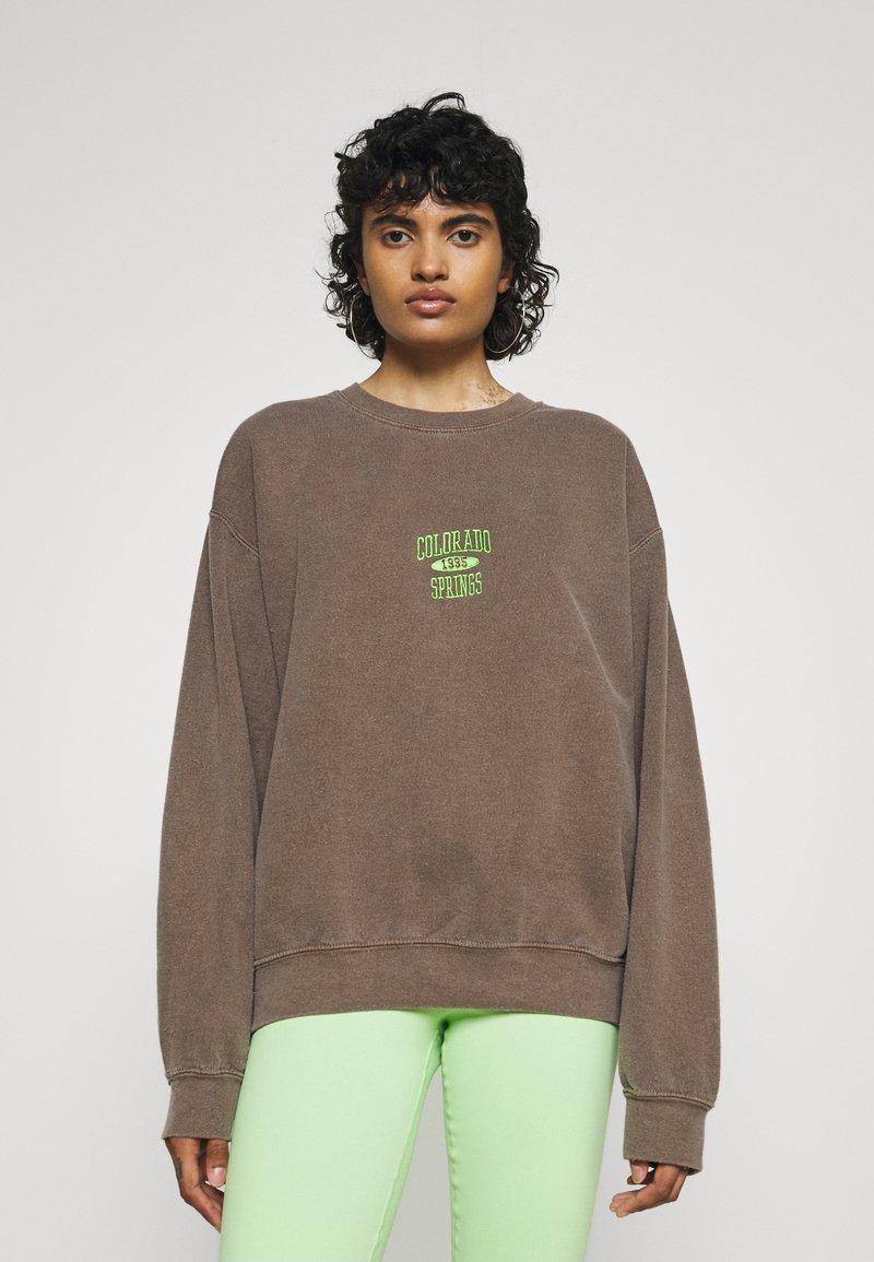 BDG Urban Outfitters - COLORADO SPRINGS CREWNECK - Sweatshirt - brown
