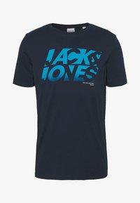 Jack & Jones - JCOPHOENIX  CREW NECK - Print T-shirt - sky captain - 3