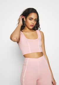 Missguided - CODE CREATE REFLECTIVE DETAIL CROP TOP SHORT - Top - pink - 3