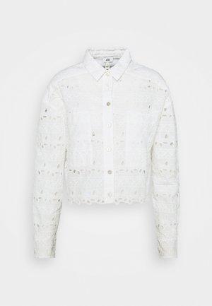 DENVER CROPPED SHACKET - Button-down blouse - white