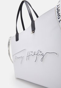 Tommy Hilfiger - ICONIC TOTE SIGNATURE SET - Tote bag - white - 4