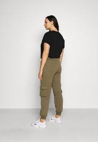 Pieces Curve - PCSARIA PANTS - Pantaloni - burnt olive - 2