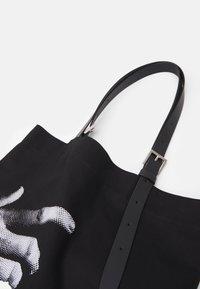 Neil Barrett - THE OTHER HAND TOTE BAG UNISEX - Velká kabelka - black - 4