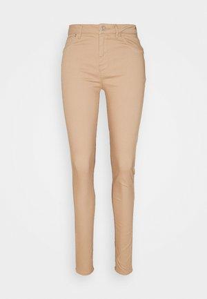 VMHOT SEVEN PANT - Kalhoty - nude