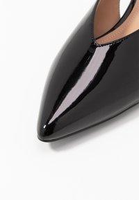 co wren wide fit - WIDE FIT - Ballerina med hælstøtte - black - 2