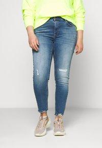 ONLY Carmakoma - CARTARA LIFE REGULAR  CROPED - Jeans slim fit - medium blue denim - 0
