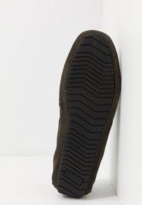 Burton Menswear London - FORD DRIVER - Mocassins - khaki - 4