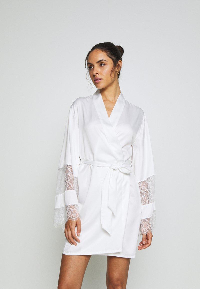 Hunkemöller - KIMONO - Dressing gown - off white