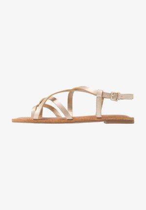 RIBISI - Sandály s odděleným palcem - champagne