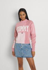 Tommy Jeans - COLLEGIATE CUT SEW CREW - Sweatshirt - pink - 0