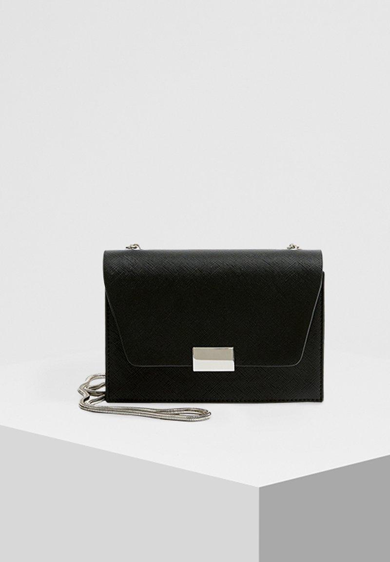 PULL&BEAR - SCHWARZE UMHÄNGETASCHE 14015540 - Across body bag - black
