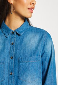 Cotton On - Button-down blouse - mid blue wash - 4