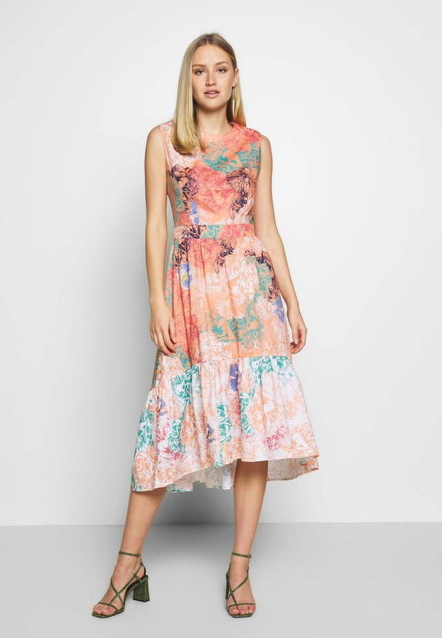 DRESS - Korte jurk - peach