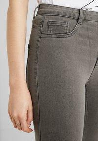 ONLY - ONLFHI MAX LIFE BOX - Jeans Skinny Fit - grey denim - 3