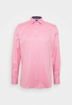 OLYMP LEVEL 5 BODY FIT  - Formální košile - rose