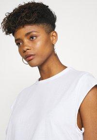 G-Star - GSRAW GYRE KNOT CAP - Print T-shirt - white - 3