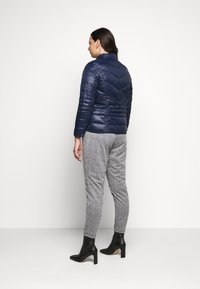 Vero Moda Curve - VMSORAYASIV SHORT JACKET CURVE - Light jacket - navy blazer - 2