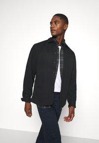 Selected Homme - SLHLOOSEJACE - Summer jacket - dark sapphire - 3