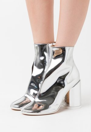 STIVALETTO EFFETTO SCUCITO - High heeled ankle boots - silver