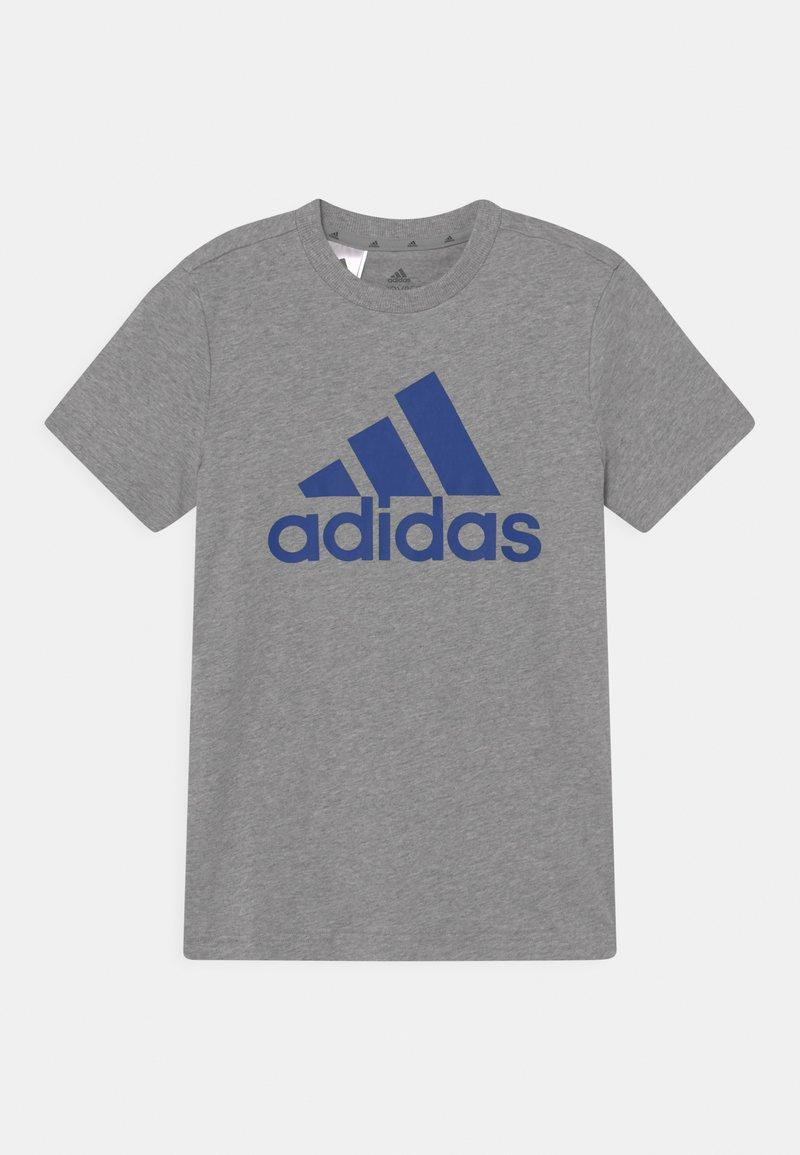 adidas Performance - UNISEX - T-shirt imprimé - medium grey heather/bold blue