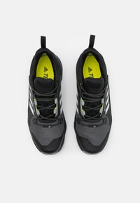 adidas Performance - TERREX SWIFT R3 GTX - Hikingskor - core black/grey one/solar yellow - 3