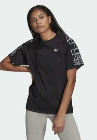 adidas Originals - LOOSE TREFOIL MOMENTS - Print T-shirt - black - 0
