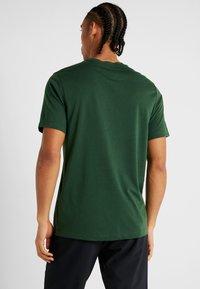 Nike Performance - DRY TEE PRO - Camiseta estampada - cosmic bonsai - 2