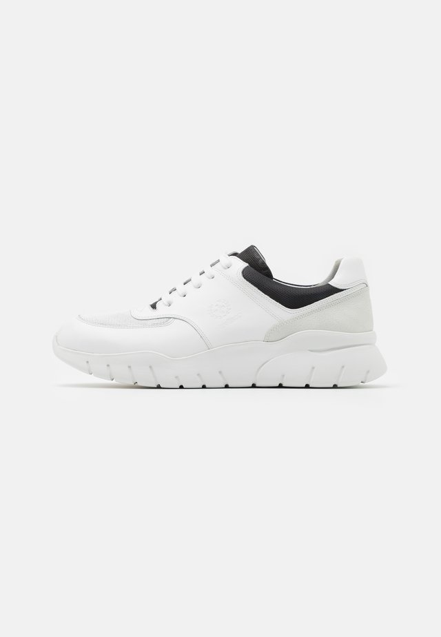 KILBURN OTTER  - Sneakersy niskie - white