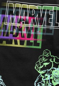 Next - MARVEL FLURO T-SHIRT - Print T-shirt - black - 2