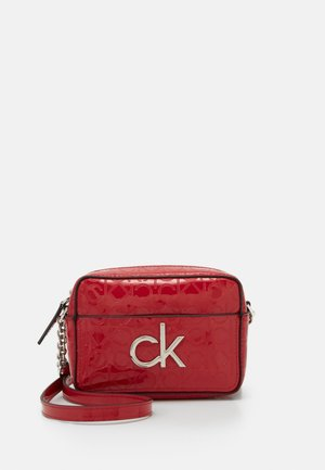 RE LOCK CAMERA BAG - Skulderveske - red