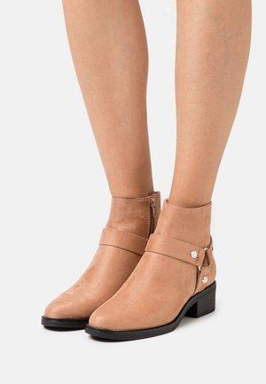 Kotníkové boty - taupe