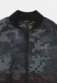 Automobili Lamborghini Kidswear - HEXAGON CAMOUFLAGE  - Winterjas - black pegaso - 2